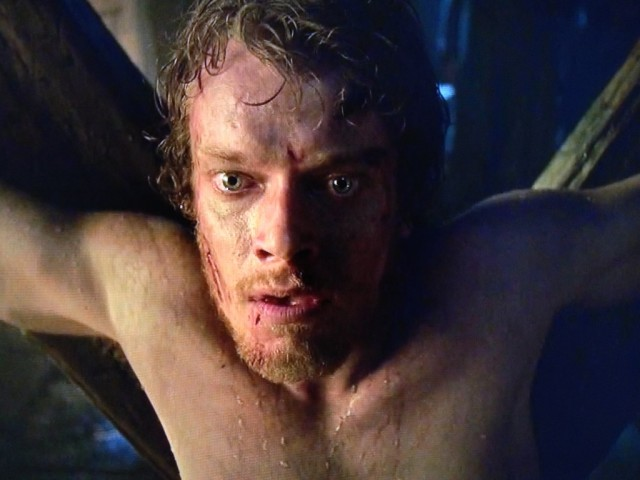 Game-of-Thrones-season-3-episode-2-Theon-Greyjoy-640x480