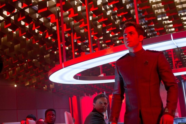 o-STAR-TREK-INTO-DARKNESS-CHRIS-PINE-facebook