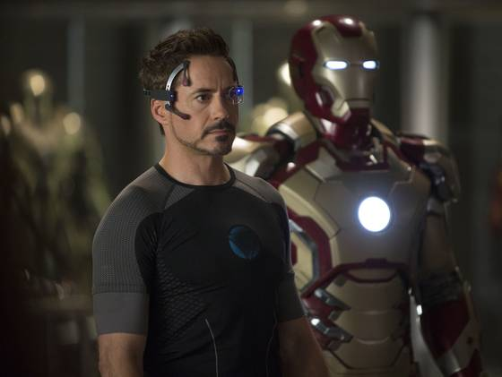 Robert-Downey-Jr.-in-Iron-Man-31