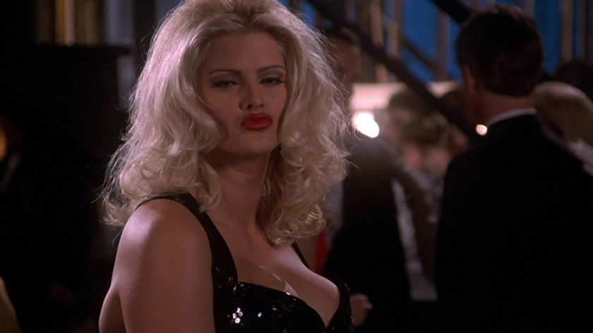 tanya_peters_in_naked_gun_3_played_by_anna_nicole_smith_331
